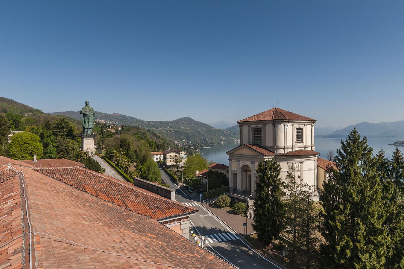 Arona, statua e chiesa San Carlo