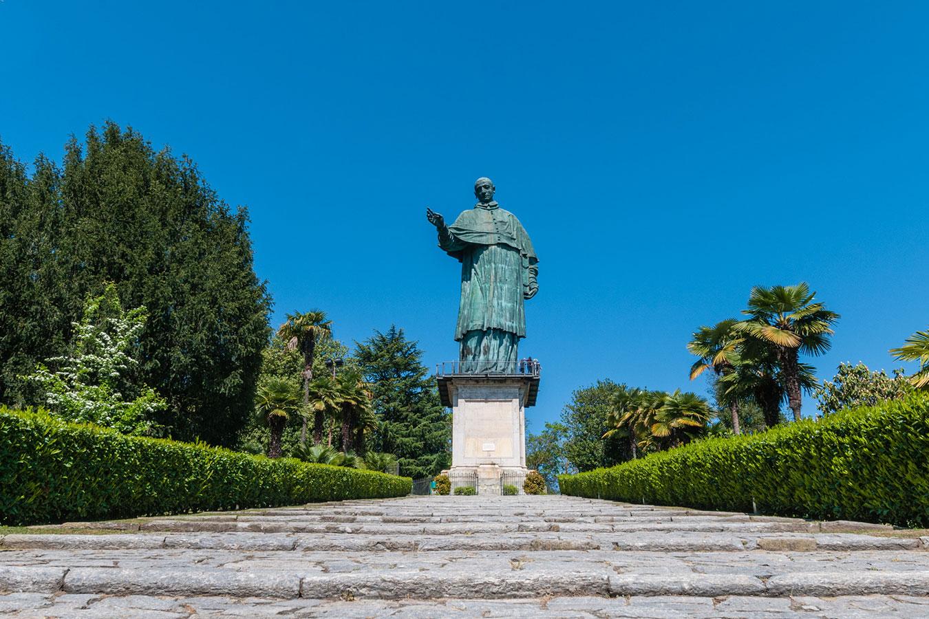 Arona, ingresso al Sancarlone sul Lago Maggiore