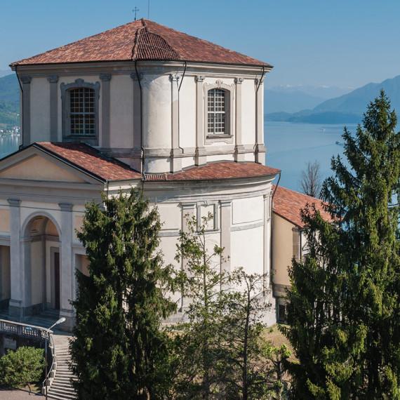 La chiesa di San Carlo Borromeo ad Arona sul Lago Maggiore