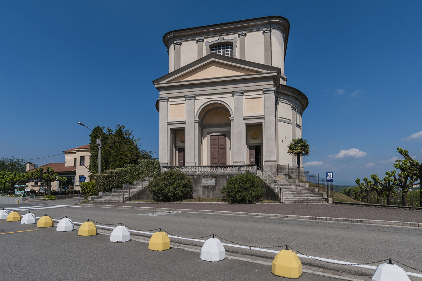 Arona, chiesa di San Carlo Borromeo