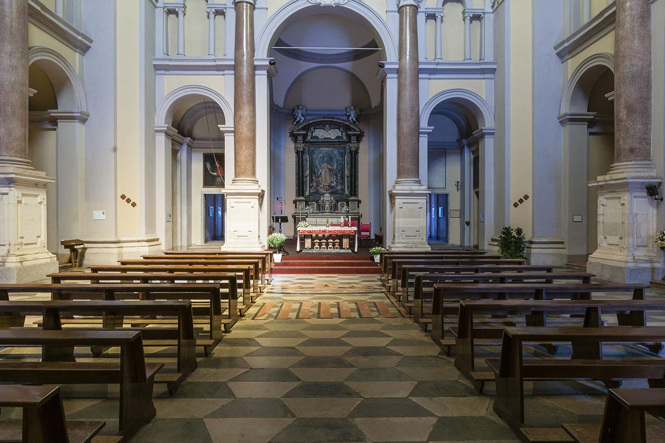 Arona, interno della chiesa di San Carlo