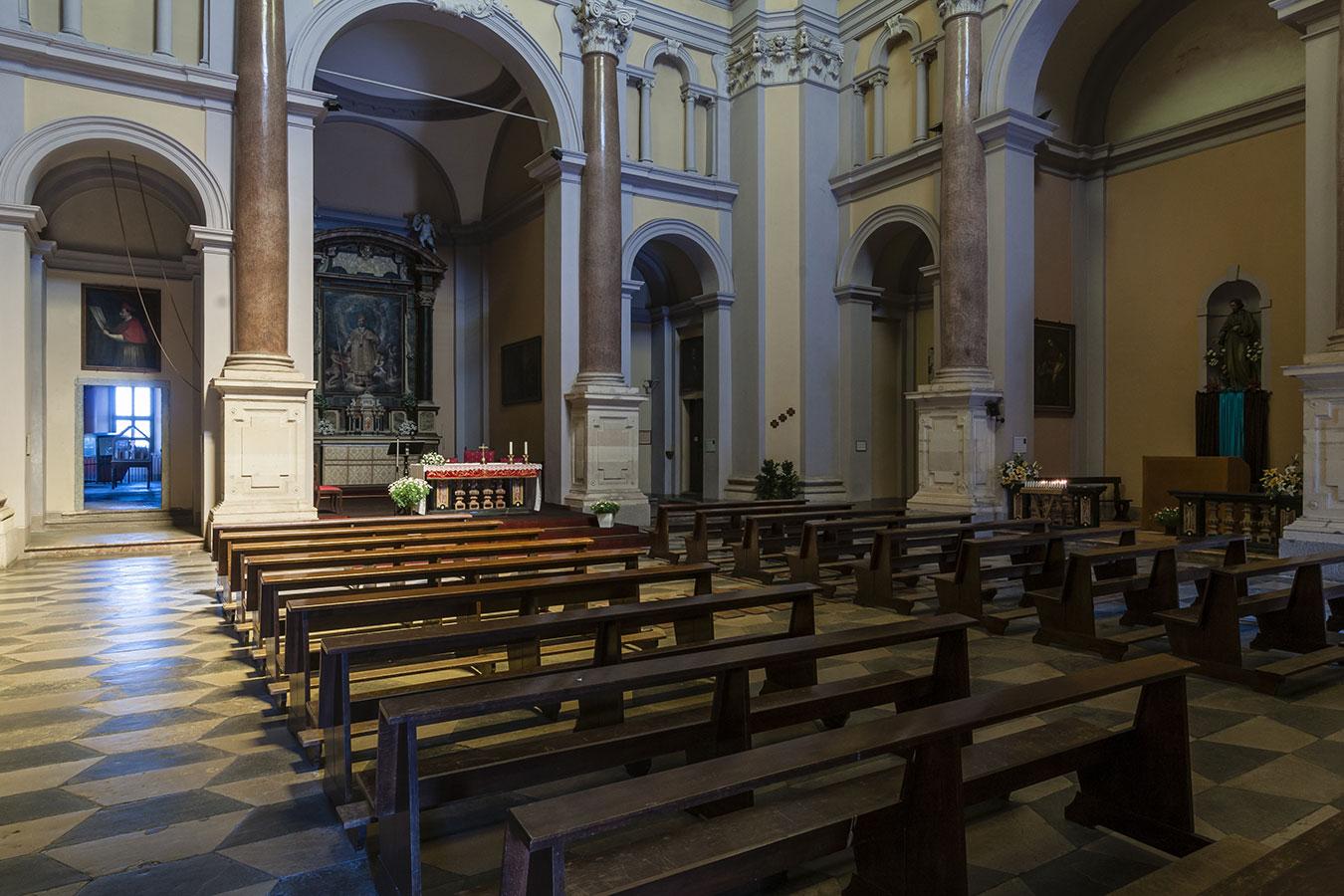 Arona, interno della chiesa San Carlo