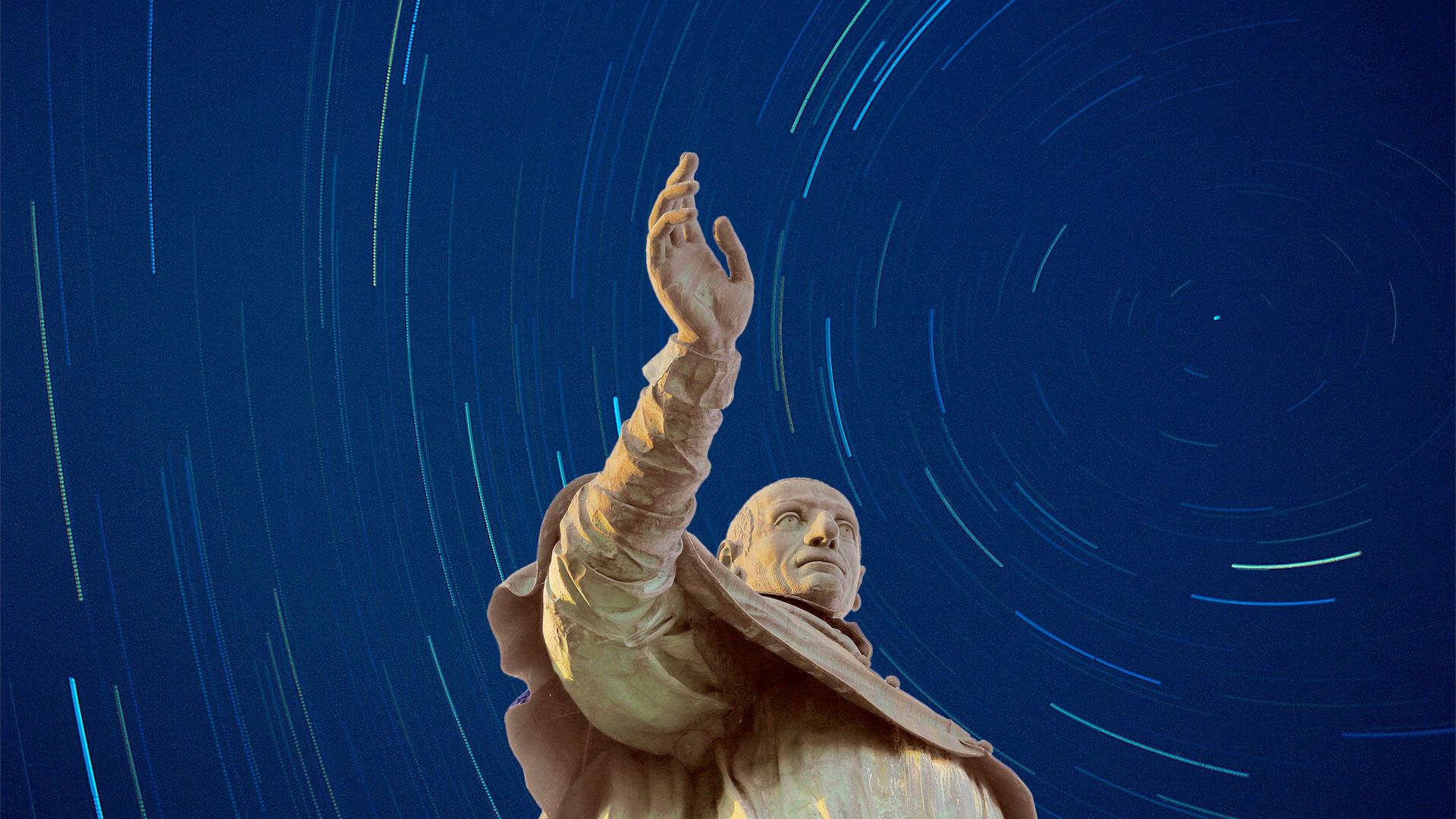Statua di San Carlo notturna